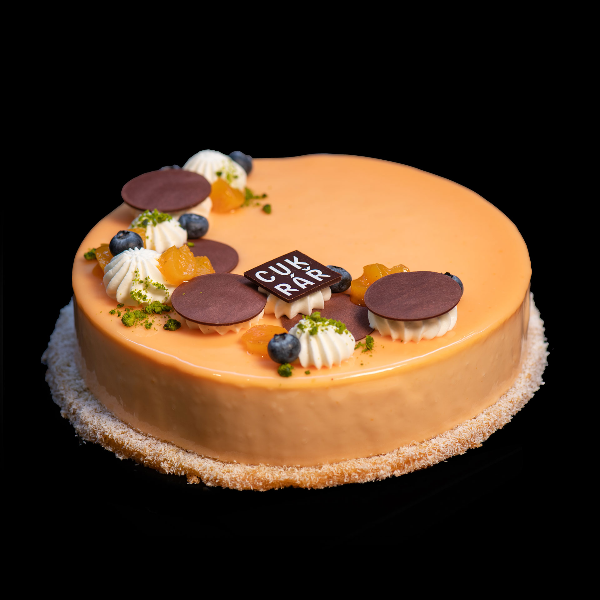 Cake with apricot mousse